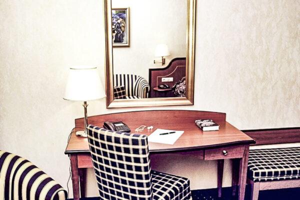 Brixiade Doppelzimmer Deluxe Schreibtisch