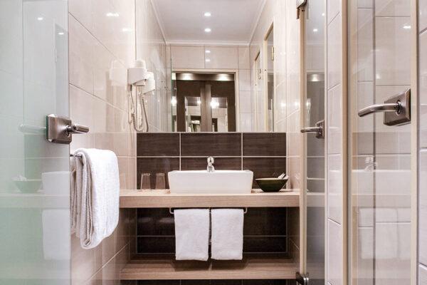 Krähennest Doppelzimmer exklusive Badezimmeransicht