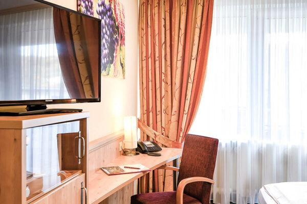 Hotel Krähennest Doppelzimmer Standard Tisch